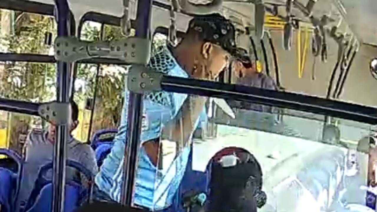 En video: Tres hombres roban a pasajeros de bus urbano - El Ámbito Noticias