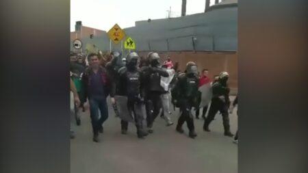 Uniformados del ESMAD marcharon junto con los manifestantes