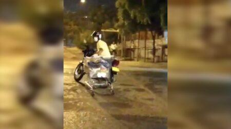 """En video: ¿Ladrón que roba ladrón? La detienen, pero al final otros terminan llevándose el """"botín"""""""